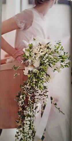 Bouquet di fiori in stile per l'abito anni '50