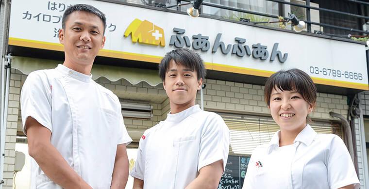 黄先生(左)とスタッフの方々