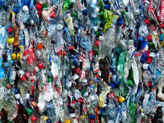 Италия обложит налогом пластик и сахар