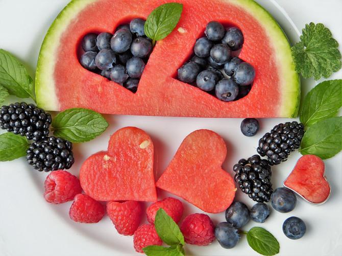 Раздача фруктов и овощей в школе помогает бороться с ожирением