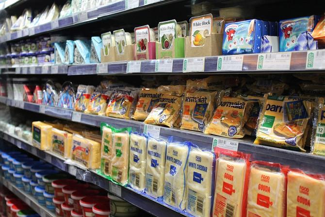 Молоко и молокосодержащие продукты разойдутся по разным полкам