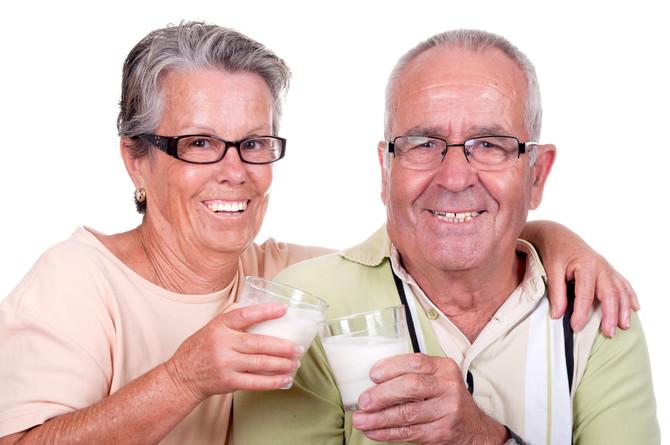 Ученые: молоко вредно для пожилых людей