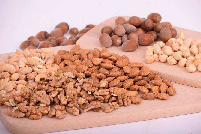 Грецкие орехи и миндаль – защита от болезней сердца при диабете