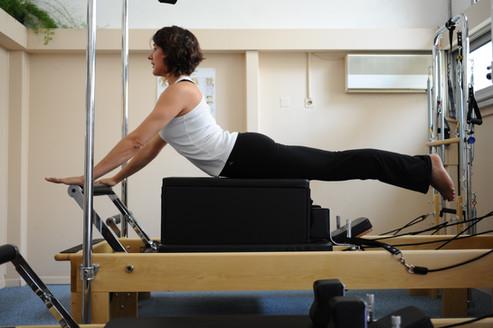 Pilates sur machine Reformer