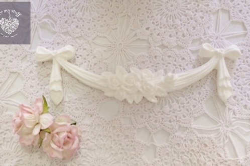 Ribbon and Rose Garland Applique