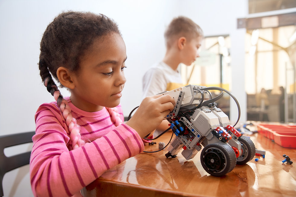 african-girl-creating-robot-YD9AZF6.JPG