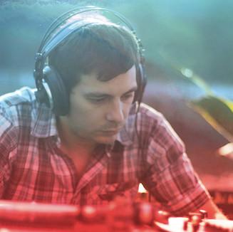 DJ IBAI