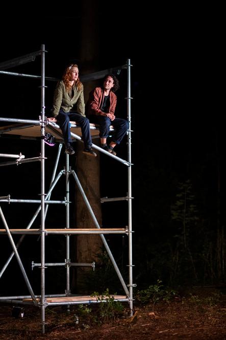 Zora und Branko in der Burg