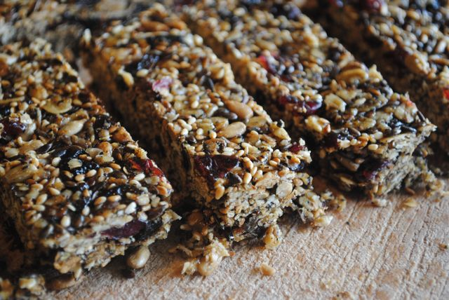 HOMEMADE GRANOLA BAR