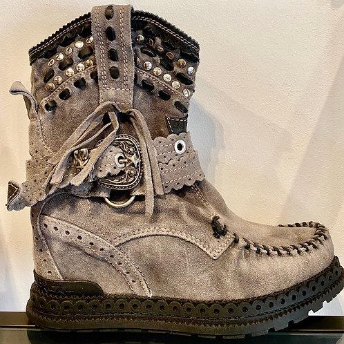 El Vaquero høj støvle, Yara silverstone plomo
