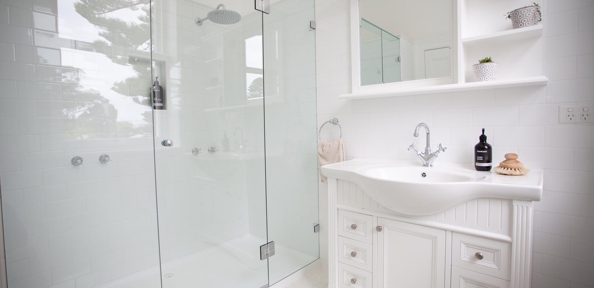 Osmond Suite_Bathroom 02.jpg