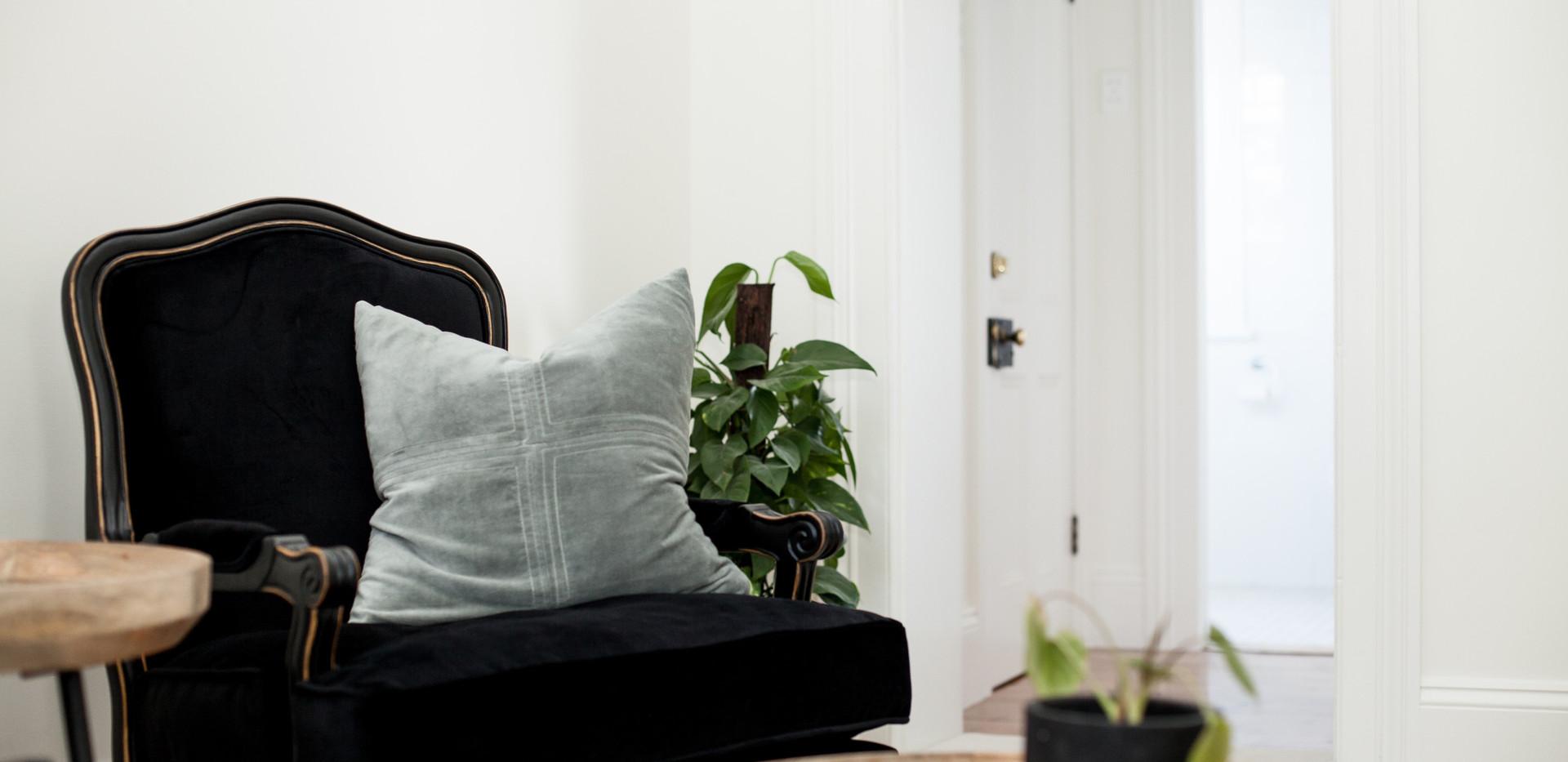 Norfolk Suite_Living 01.jpg