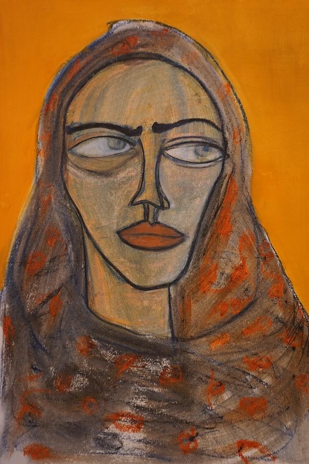 Cara con pañuelo y fondo naranja
