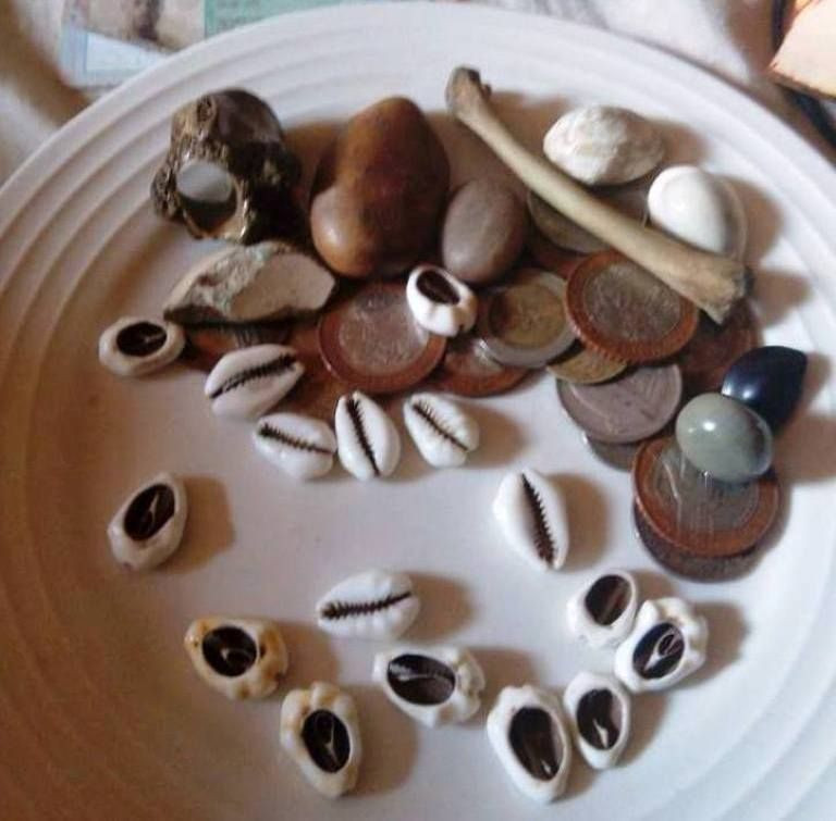 Spiritual/ Ancestral AfrThrowing Of Bones By A Gifted And Experienced Traditional Healer To Tell Future