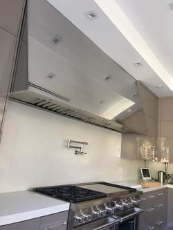 Mirrored stainless steel range hood