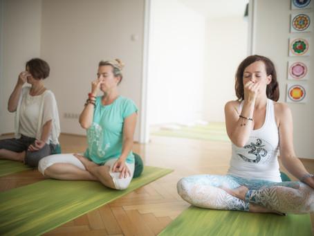 Milyen egy Sivananda jógaóra?