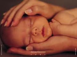baby in moms hands