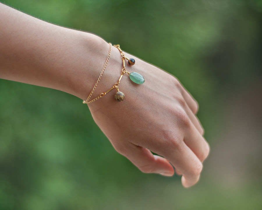 Bijou fait avec des pierres naturelles semi précieuses Bijou lithothérapie bienfait des pierresBijou en pierre semi précieuse naturelle fait main bijou made in france fait à la main bracelet oeil de tigre