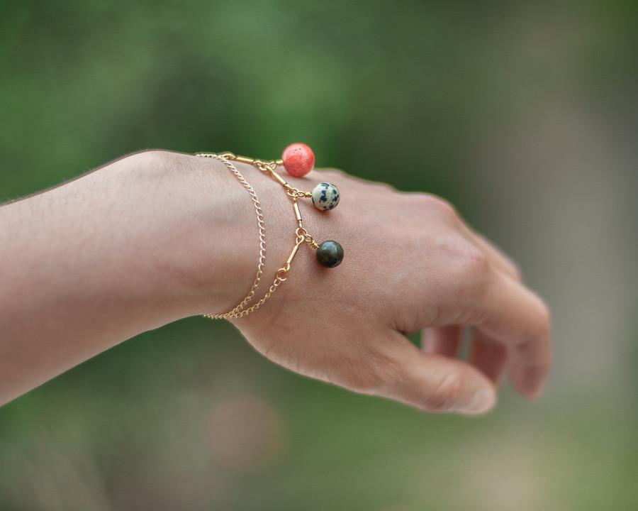 Bijou fait avec des pierres naturelles semi précieuses Bijou lithothérapie bienfait des pierresBijou en pierre semi précieuse naturelle fait main bijou made in france fait à la main bracelet corail éponge