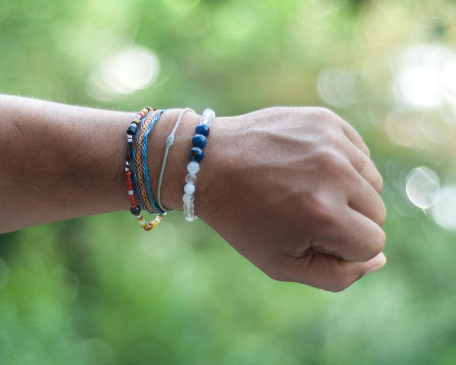 Bijou fait avec des pierres naturelles semi précieuses Bijou lithothérapie bienfait des pierresBijou en pierre semi précieuse naturelle fait main bijou made in france fait à la main bracelet sodalite