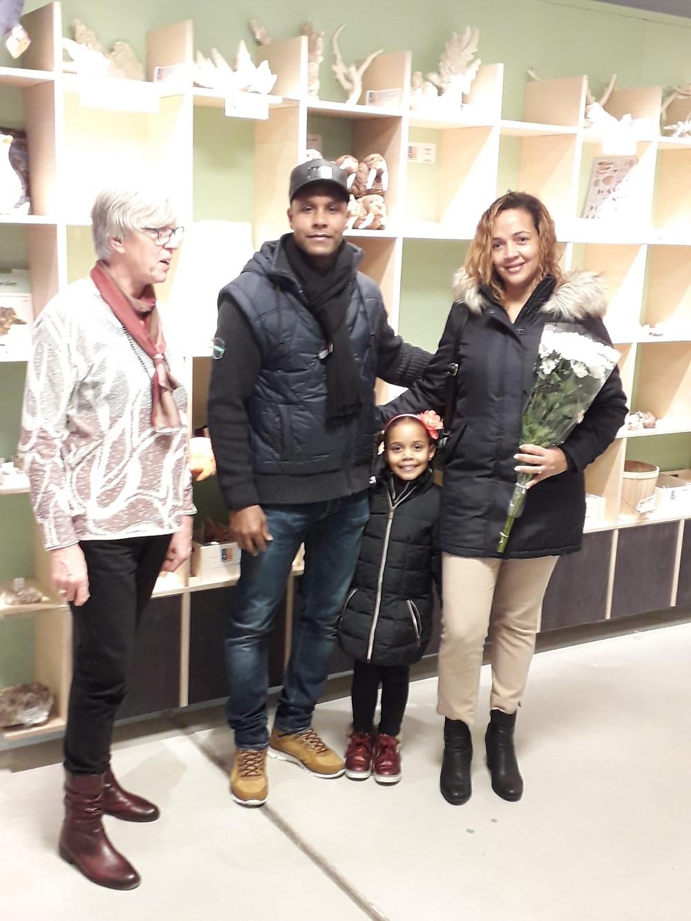 Voorzitter Greet Doornbos (links) en de familie Ramos