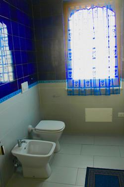 24blue bathroom4