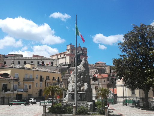The war memorial in Piazza Spirito Santo on the 76th Anniversary of the Liberation