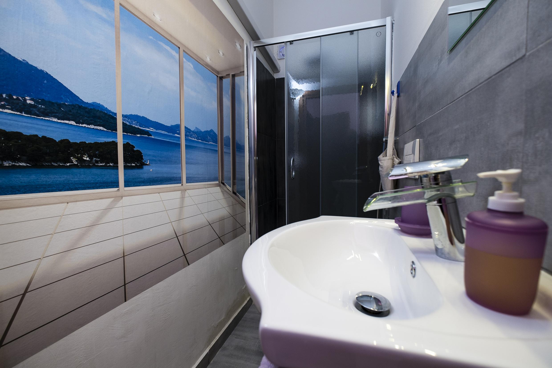 32_liquorice room bathroom4