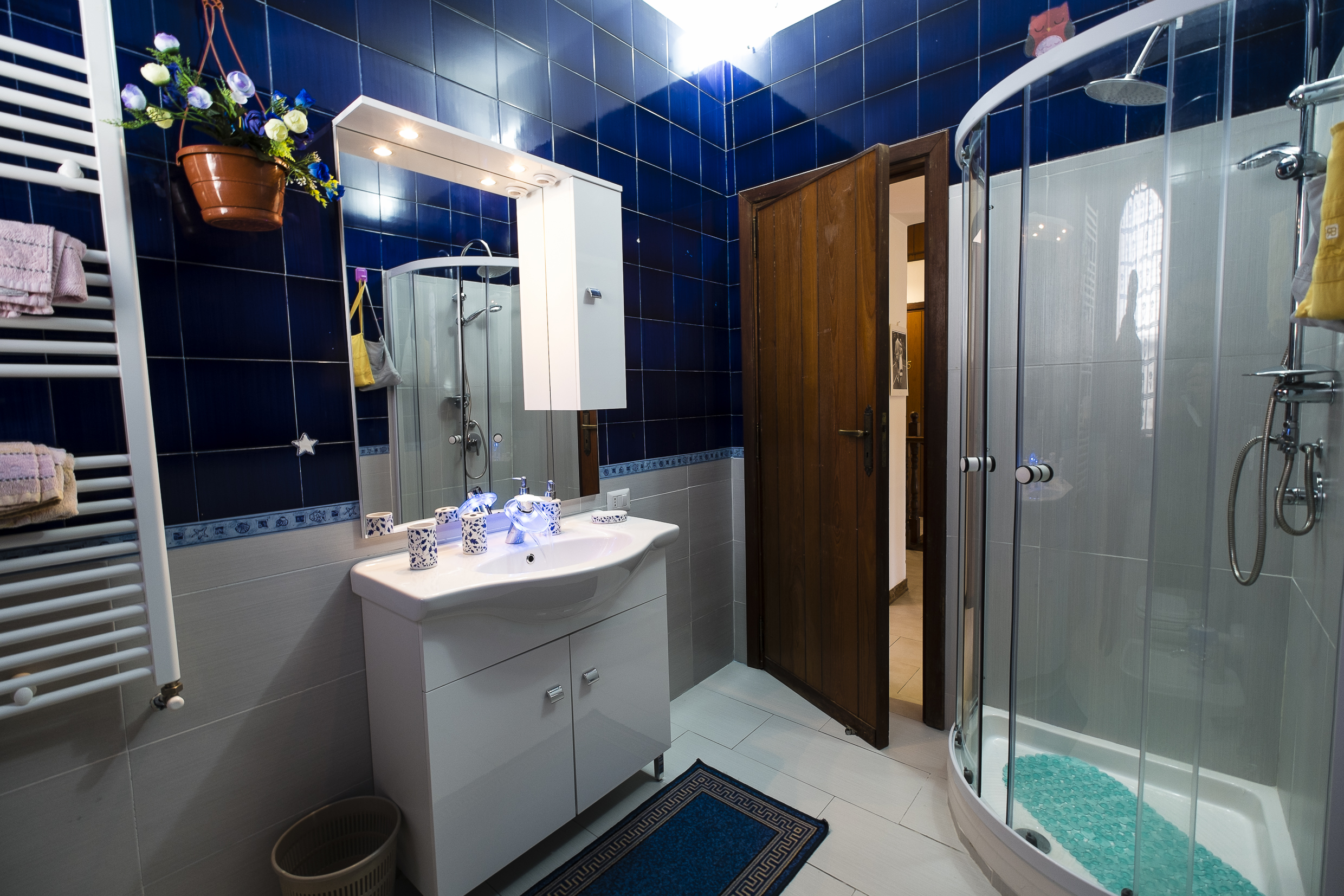 25blue bathroom5