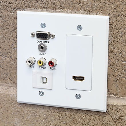 Data wall outlet and cover plate for VGA