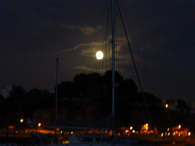 Full moon over Alvor.JPG