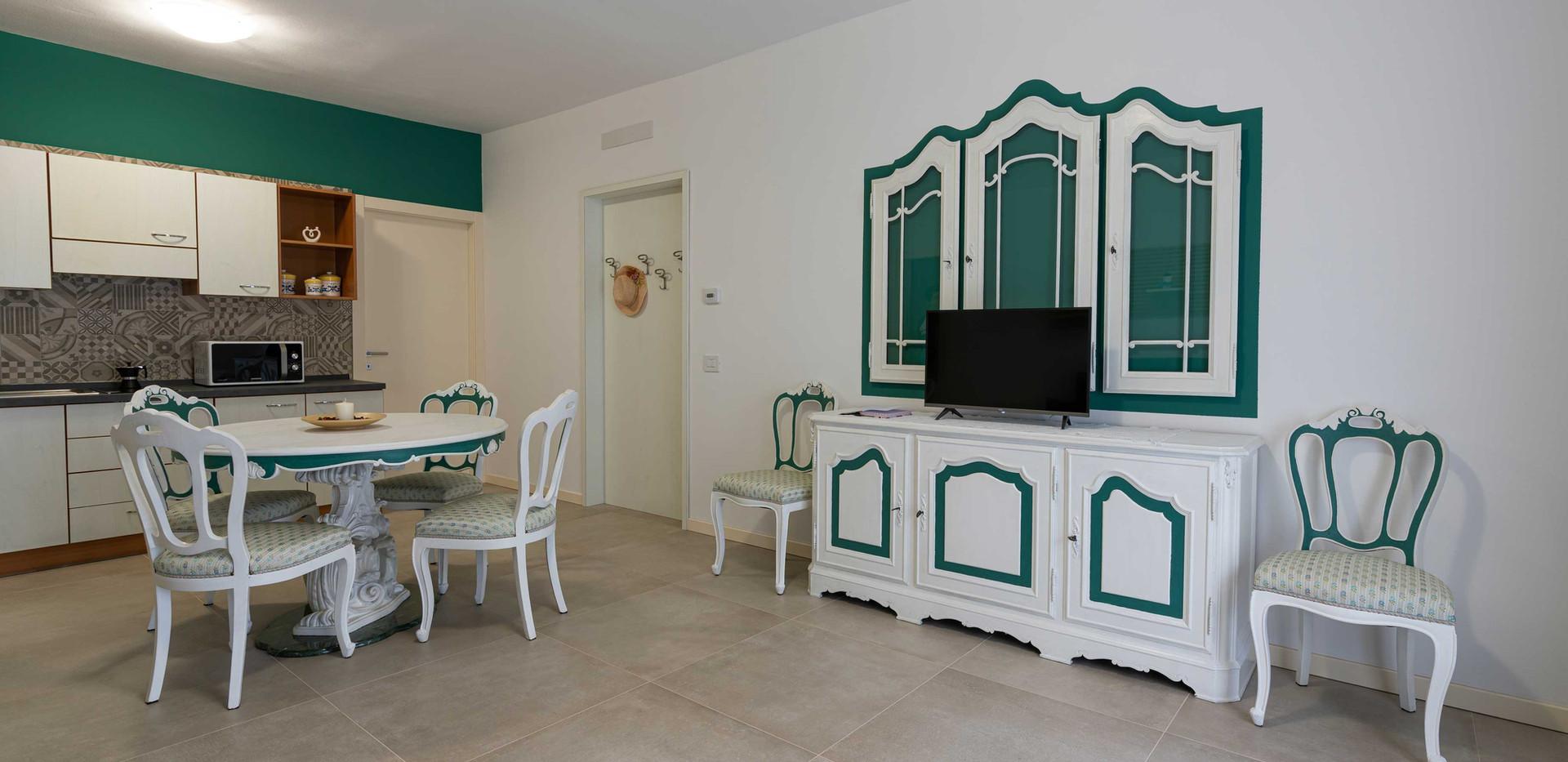 Profumo_di_casa_appartamento_loto_credenza