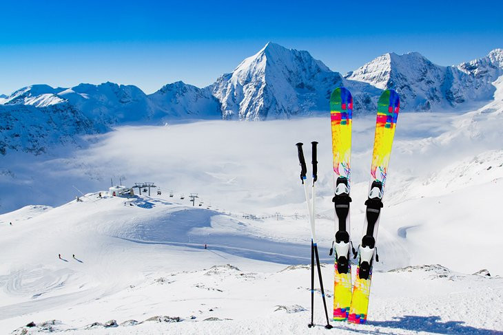 italy-skiing-skies-and-mountains.jpg