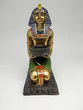 Kneeling Tutankhamun