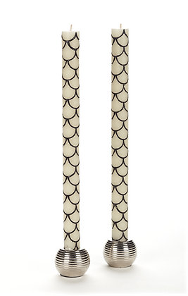IVORY + BLACK SCALLOP TAPER CANDLE