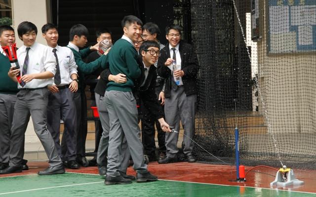 物理科水火箭實驗 3.JPG