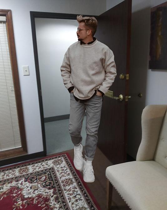man reaching alcohol rehab for help