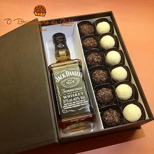 Caixa de Presente com 12 Brigadeiros e Whisky Jack Daniels
