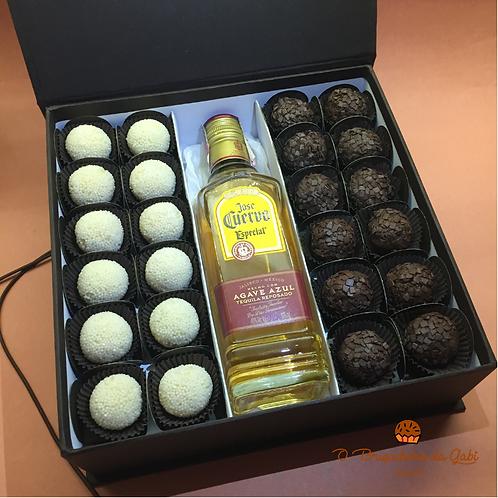 Caixa de Presente com 24 Brigadeiros e Tequila José Cuervo
