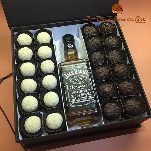Caixa de Presente com 24 Brigadeiros e Whisky Jack Daniels