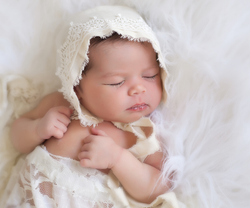 Newborn-Ivory-bonnet---Julie-Willetts-Photography.png