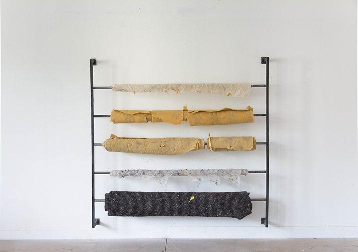 Adrien Menu, Dévidoir, matelas, sculpture, tissus