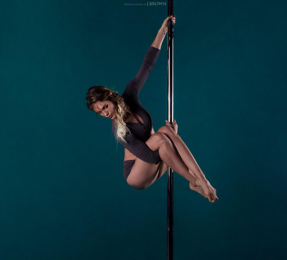 Pole Dance Limoges - L'Atelier aérien - Jimmy Brown - Vivien Malagnat