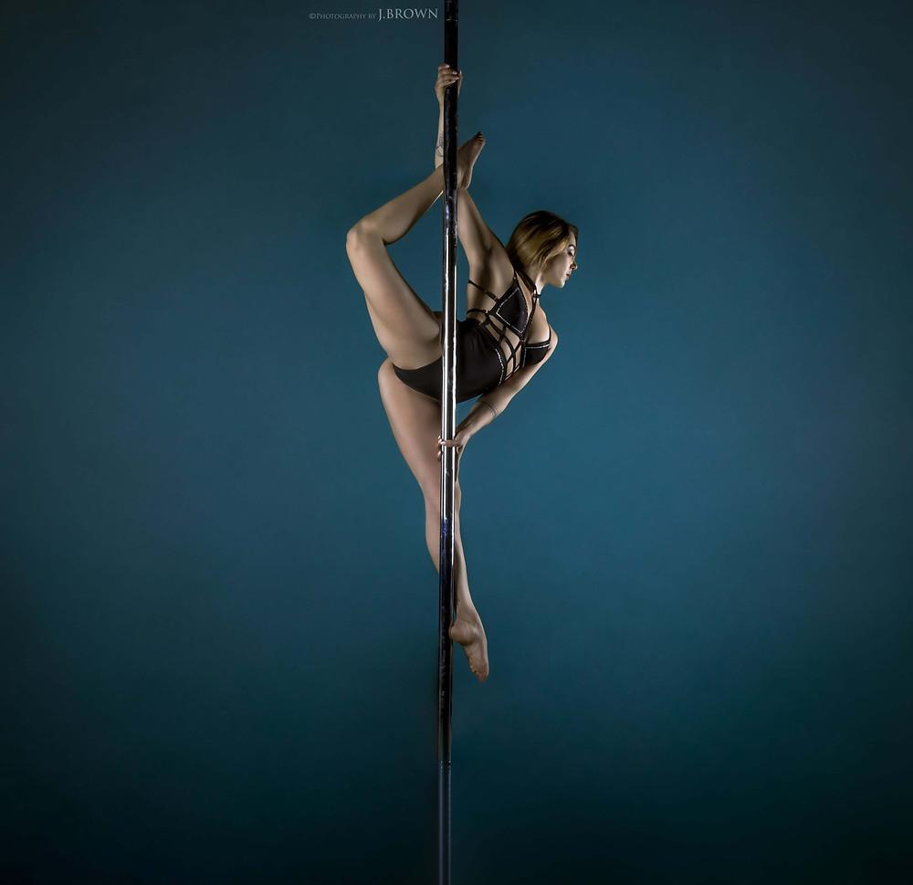 pole-dance-mathilde-l'atelier-aérien