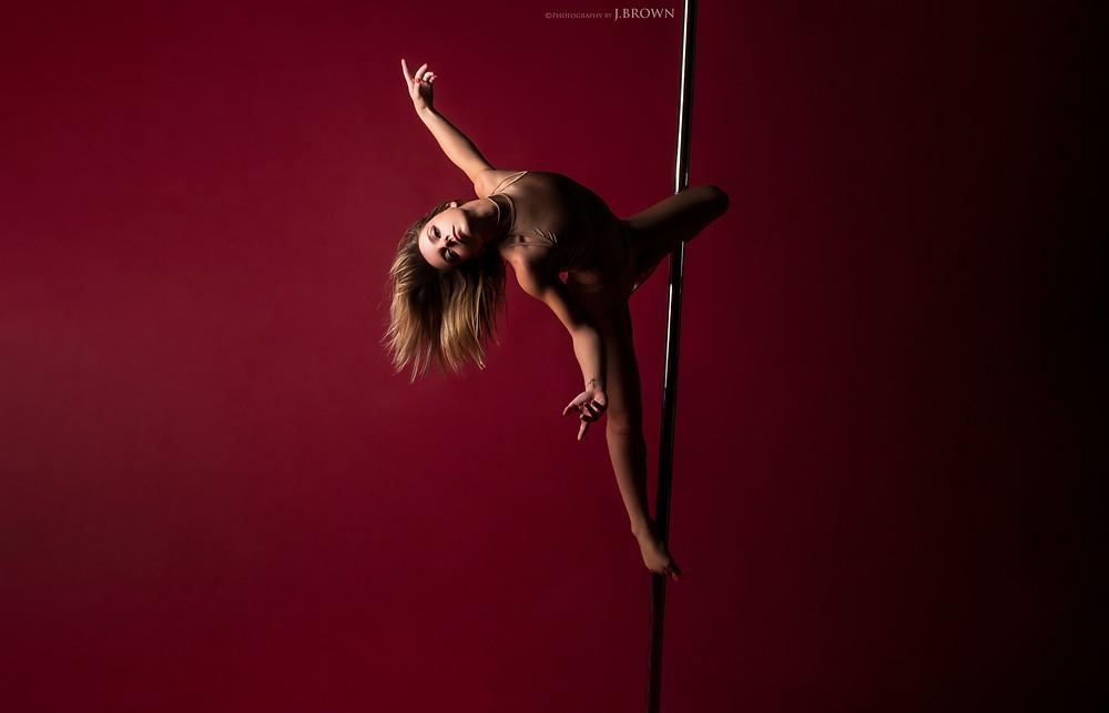Pole dance Limoges - Limoges Pole Dance - L'Atelier aérien - Elodie - Victor Peruchon
