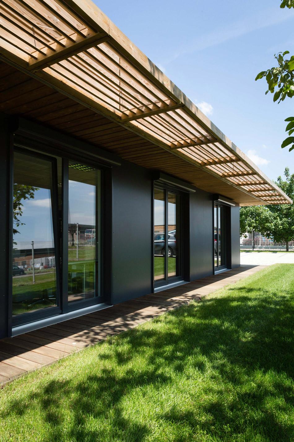 booa reportage urgent des bureaux en de 5 mois. Black Bedroom Furniture Sets. Home Design Ideas