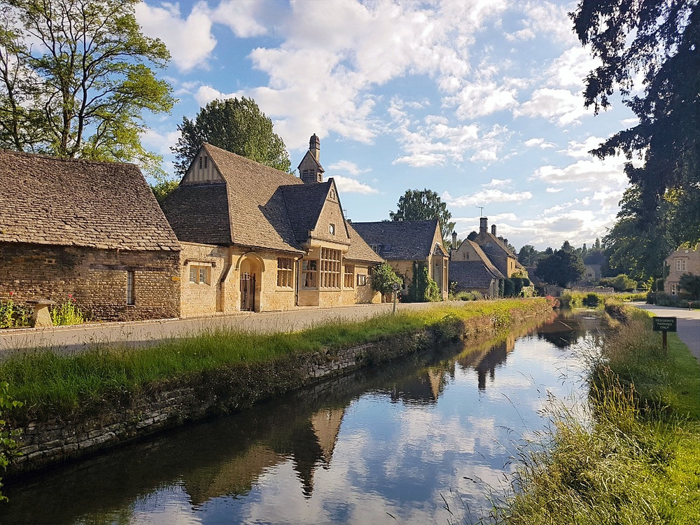 Cotswolds cottages along the river bank