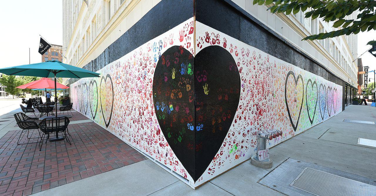 Blankspacebham, illartpeace, Jonathan Evans, Hearts and Hands, 2020, The Pizitz Building photo credit: Joe Songer