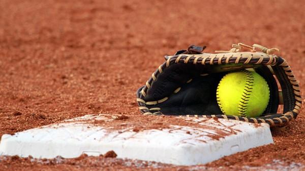 77c02e1e42a8e621-softball-600x338