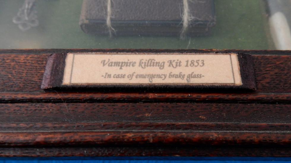Vampire killing kit detail